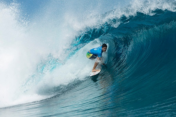 Gabriel Medina (BRA) comes close to perfection with a 19.00 heat total to eliminate John John Florence (HAW) in Round 3 of the Billabong Pro Tahiti.